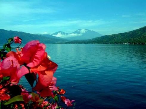 Marapi dan Nampak Dari Tangah Lauik (Danau Singkarak)